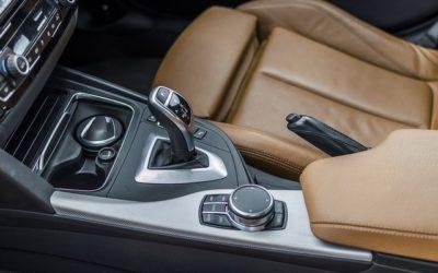 Quelle est la différence entre une transmission manuelle et automatique ?